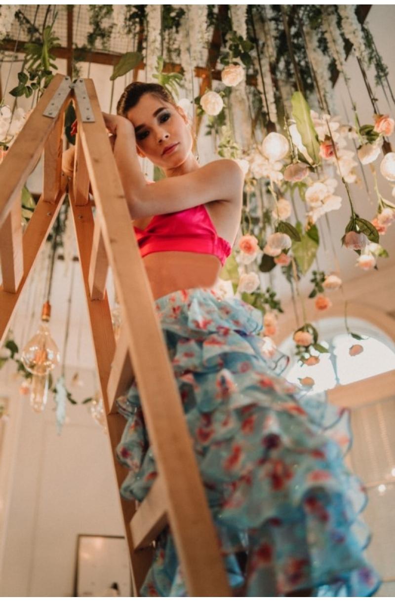 Пола с асиметрична кройка от шифон с волани на цветя