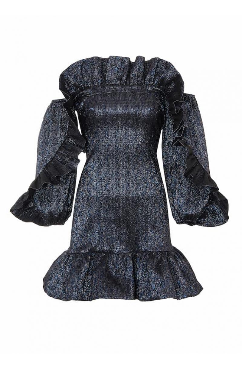 Къса черна рокля по тялото с голи рамене и воали