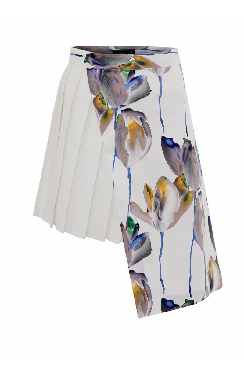 Falda asimétrica floreada con tiro alto y pliegues
