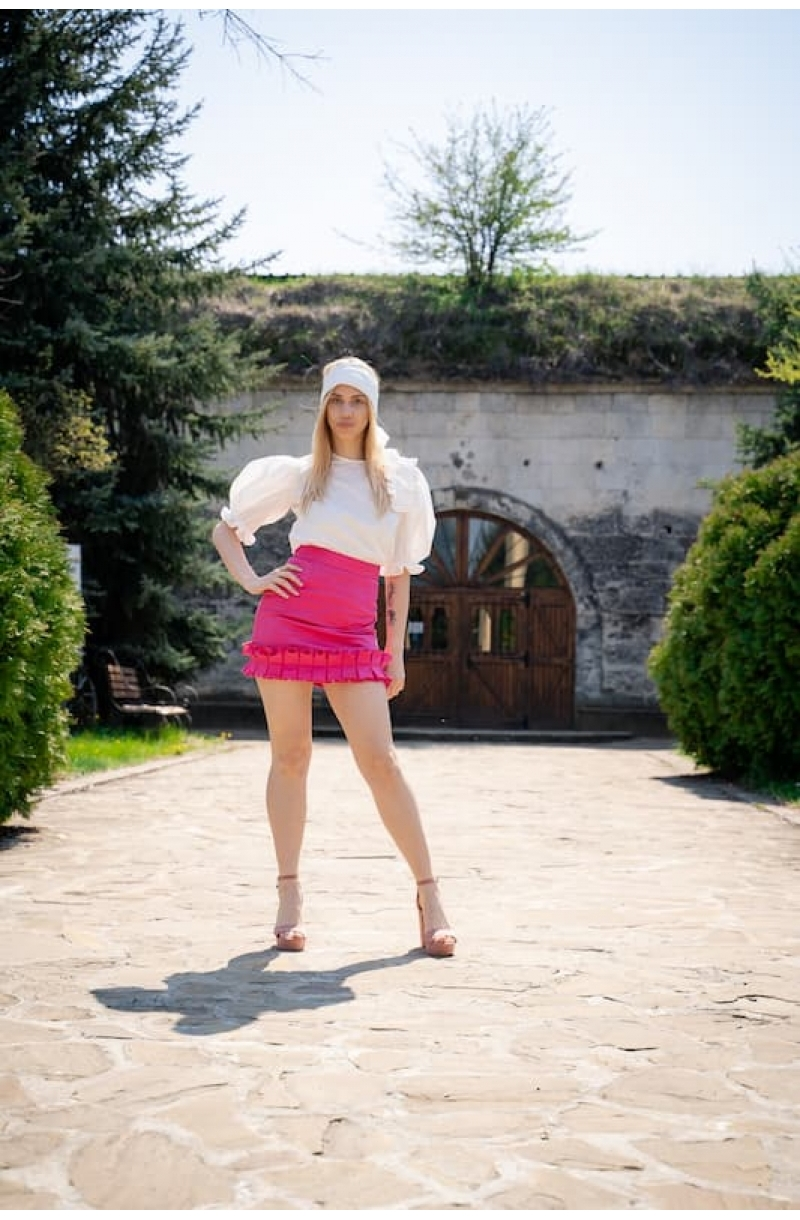 Short cotton skirt with high waist in pink color
