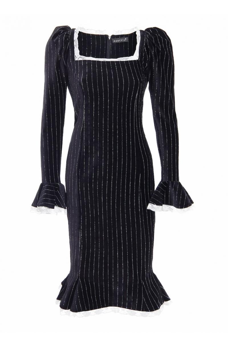 Черна кадифена рокля със средна дължина