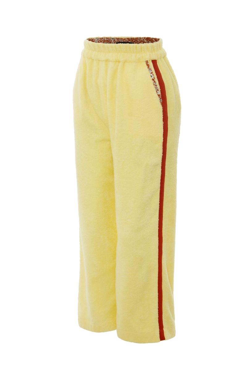 Дълъг панталон от хавлиен плат в бледо жълт цвят с контрастен кант