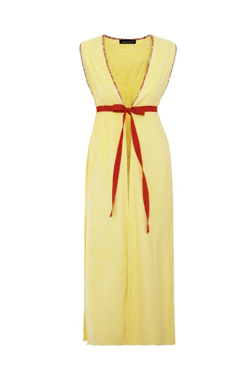 Chaleco largo confeccionado de toalla en color amarillo pálido