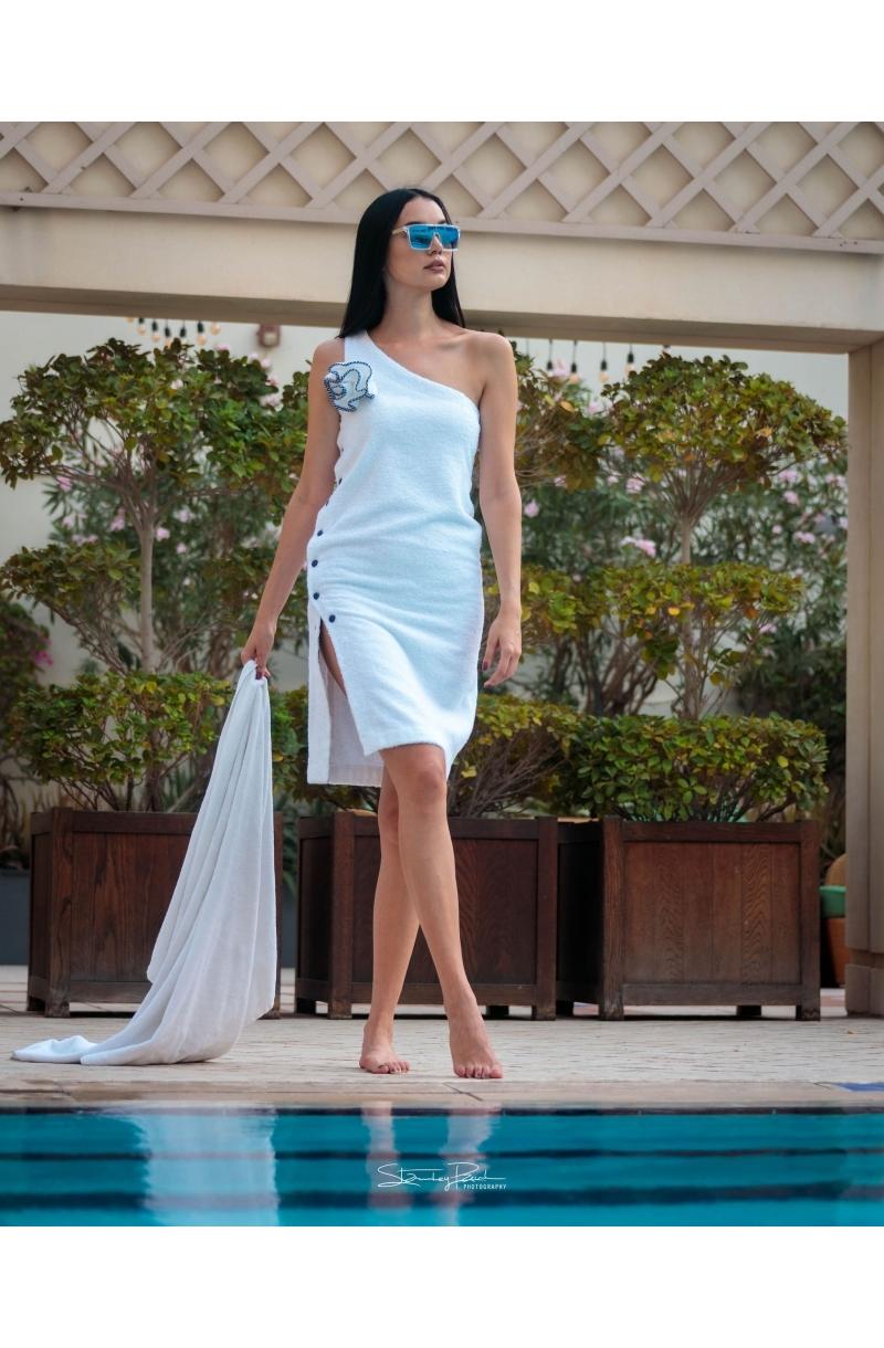 Асиметрична рокля от хавлиен плат в бял цвят