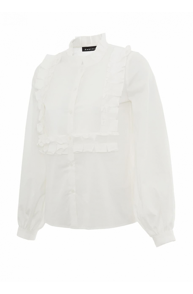 White cotton shirt and pleated details