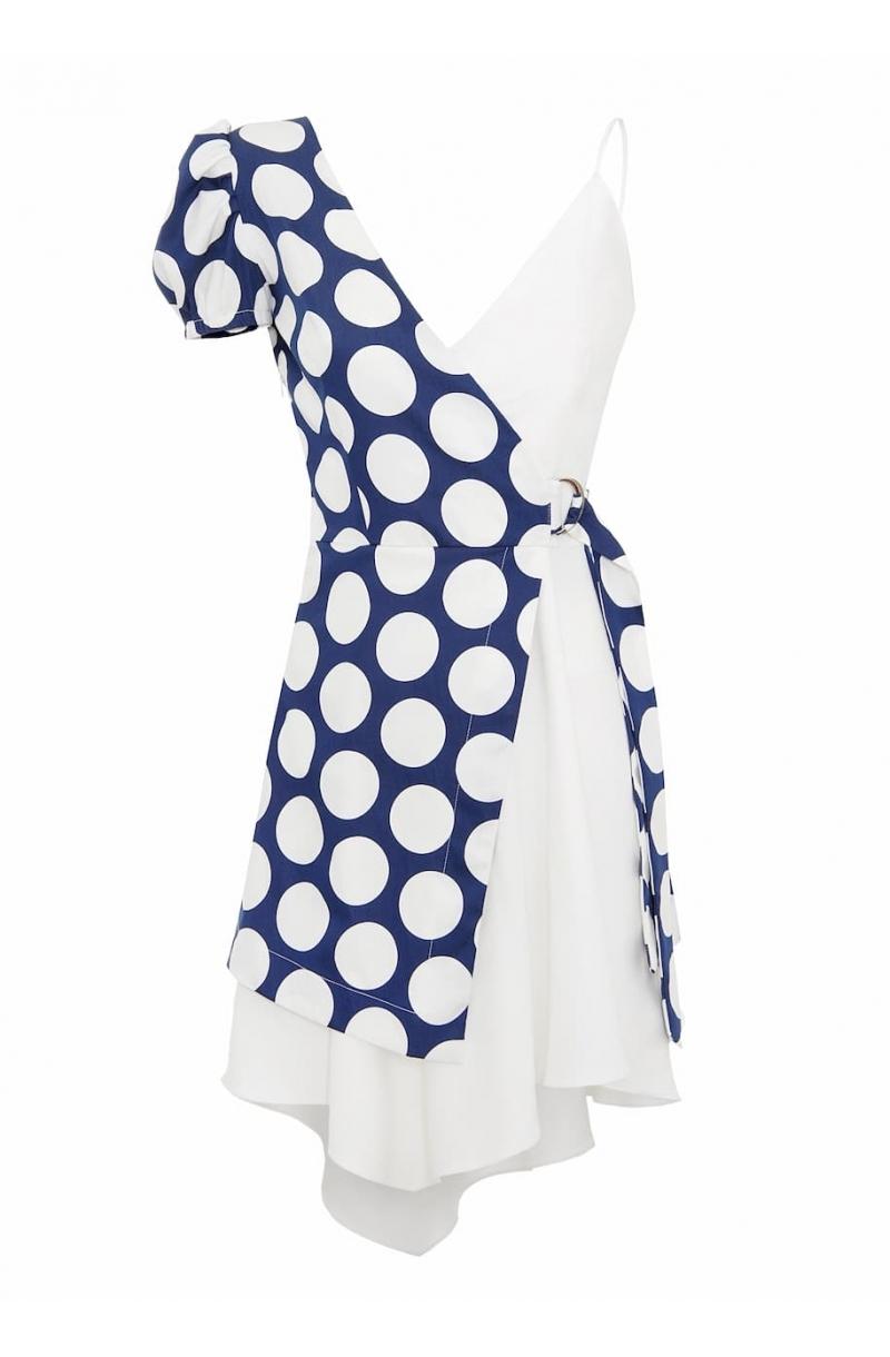 Асиметрична къса рокля с един буфан ръкав и принт на точки