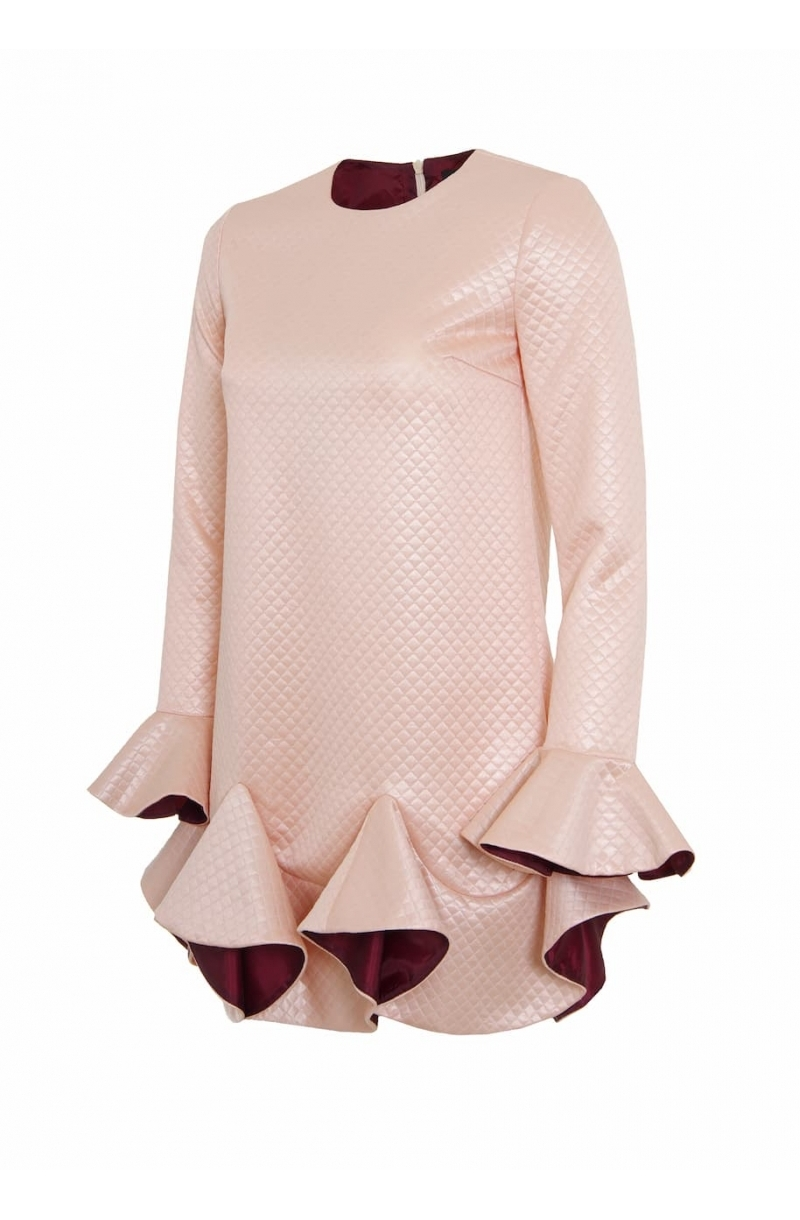 Къса рокля с волани в розов цвят